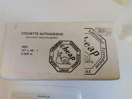 Scatola di etichette adesive