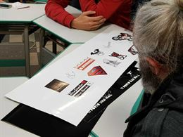 Creazione adesivi e prespaziati, stampe su tessuto e carta